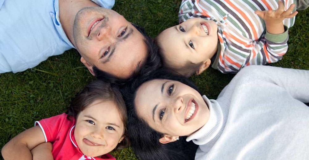 photodune-435055-family-outdoors-m